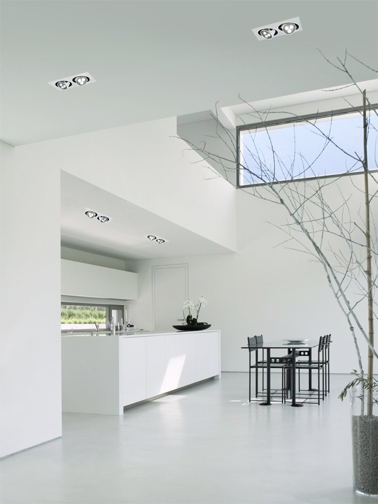 Minimal white interior with duet led lighting system for Comedores minimalistas