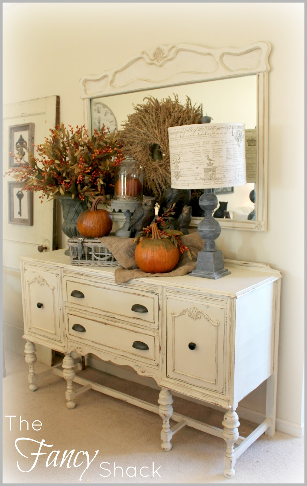 Pretty fall vignette i like the grey accents with the for Decor vignette