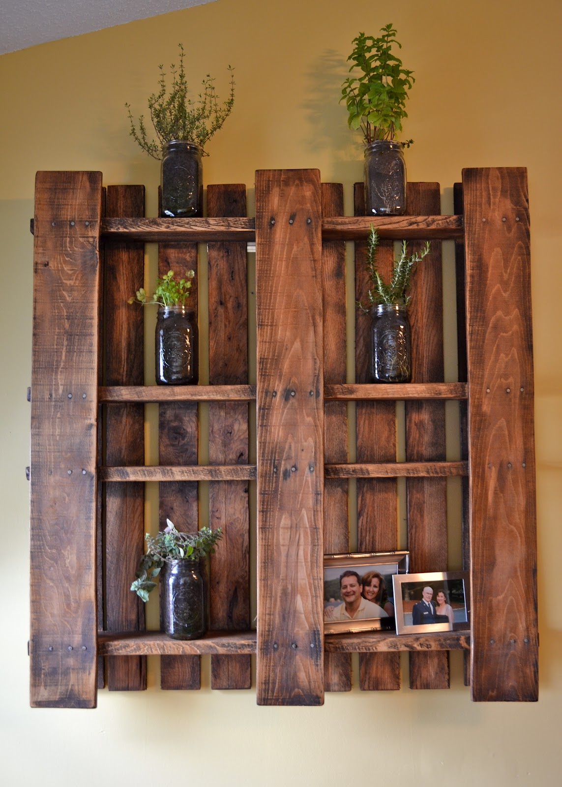 Изделия из деревянных поддонов
