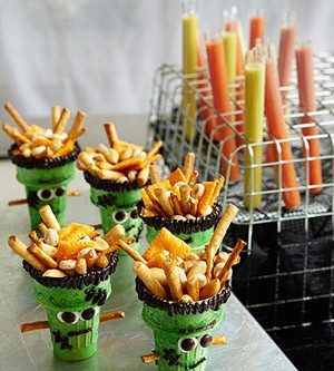 Recipes for halloween cupcakes cookies punch cakes with for Food ideas for toddler halloween party