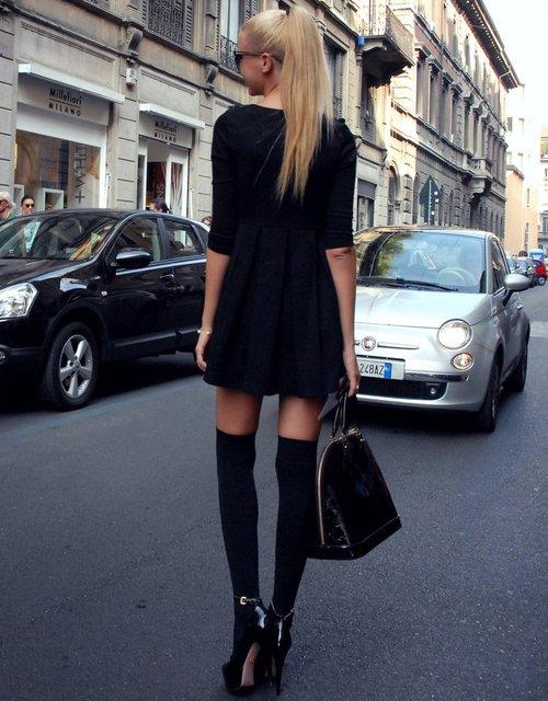 Гольфы выше колена модно