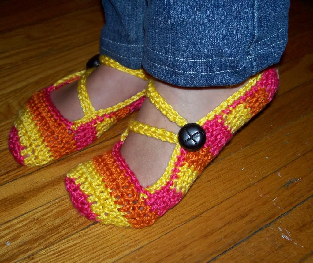 Free Pattern For Crochet Slippers : CUTE CROCHET SLIPPERS! Free Pattern PinPoint