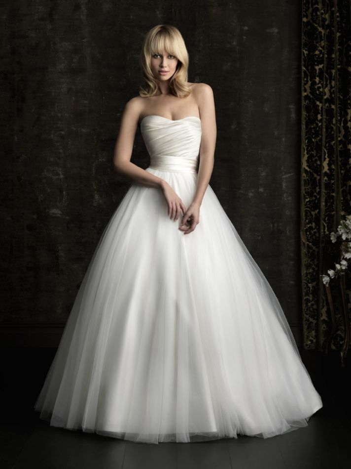 Gorgeous 2013 Wedding Dress By Allure Bridal Gowns Classic Ballgown