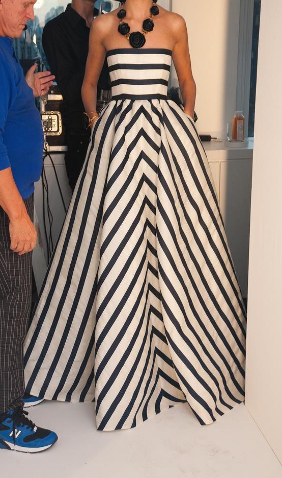 Фото платьев в полоску длинная
