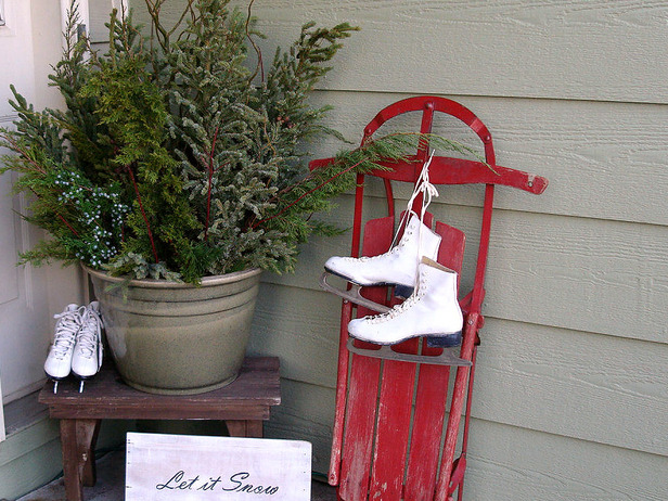 Christmas or winter front porch or stoop decorating idea.