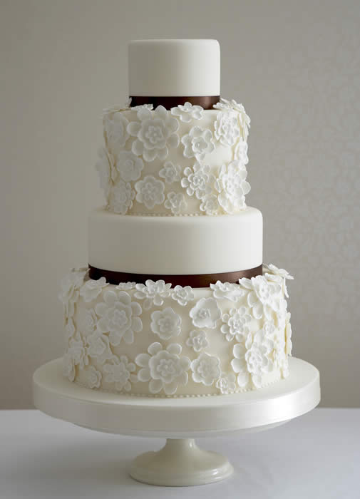 Modern Wedding Cake with a Vintage Floral Flare #Modern # ...