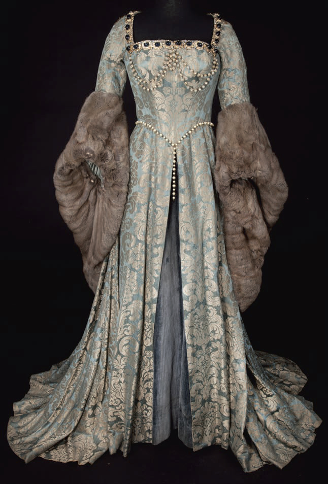 Renaissance winter dress. Make winter exciting