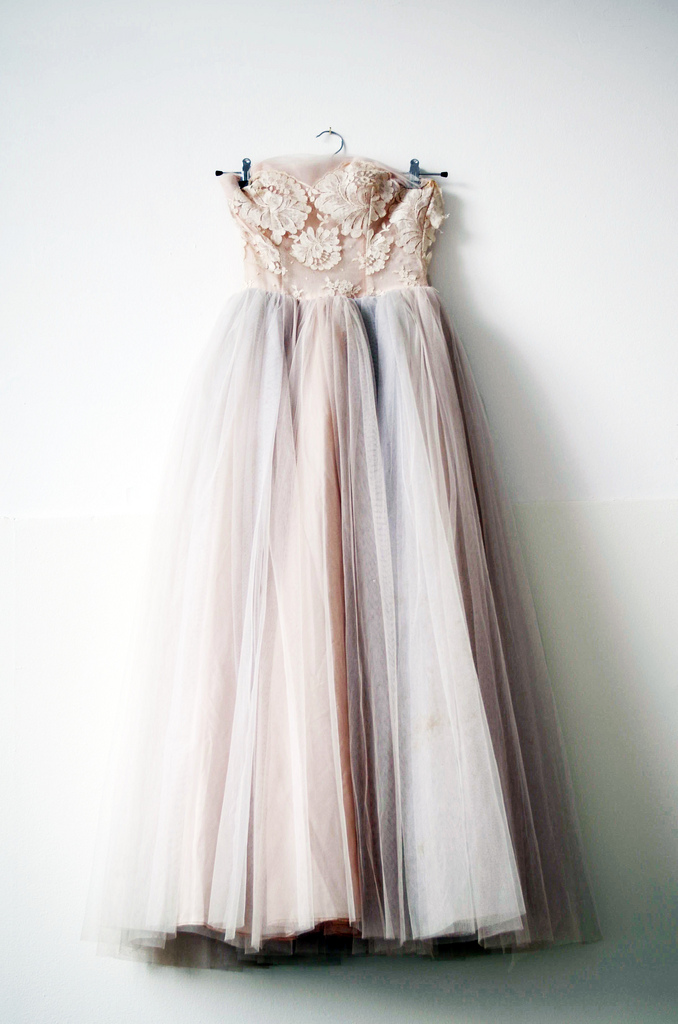 Elaborately tailored and embellished with exquisite lace, tulle, rhinestones and other elements of vintage glamour, this collection is ideal for any bride-to-be who would like to plan a vintage /5(K).