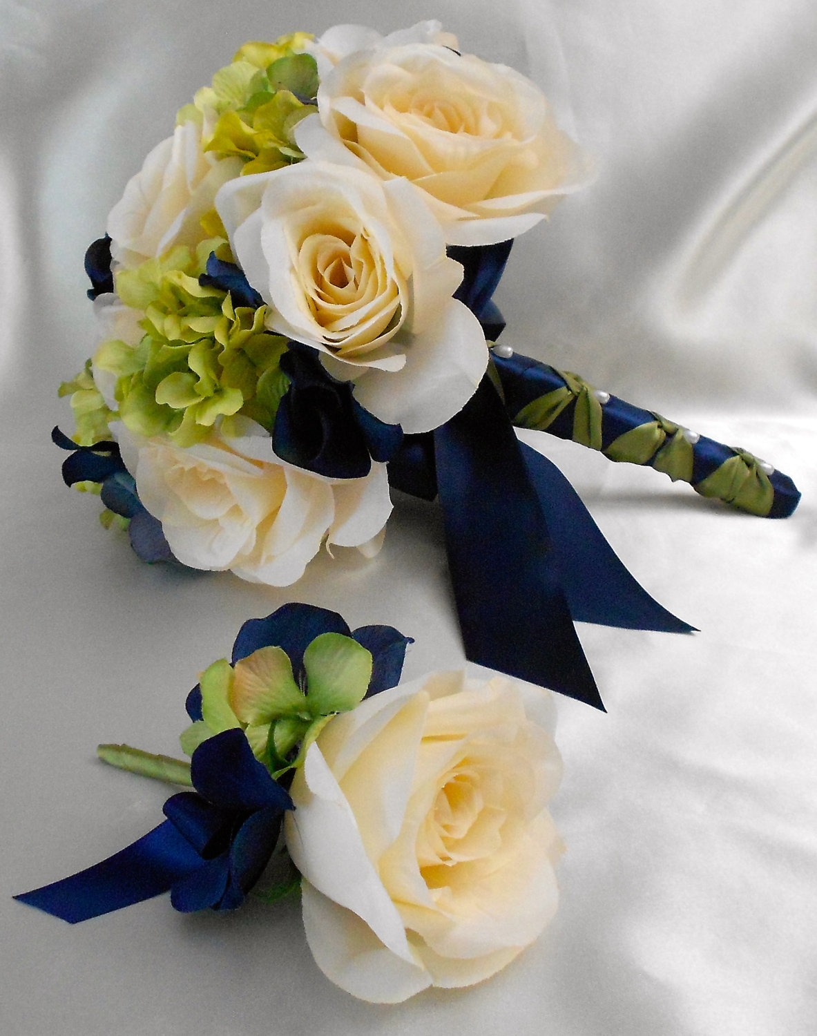 Navy Blue And White Wedding Bouquets : Blue and white wedding flowers bouquet dark brown hairs
