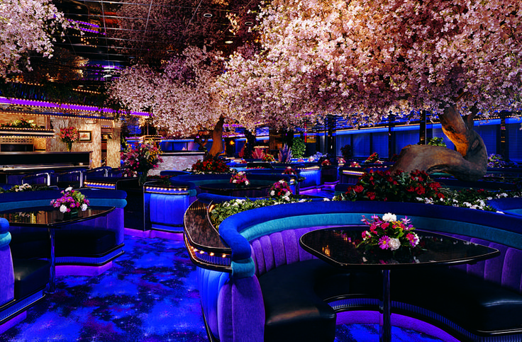 The Peppermill Coffee Shop in Las Vegas… Such a fun place to eat! It looks a little extreme at first, bu