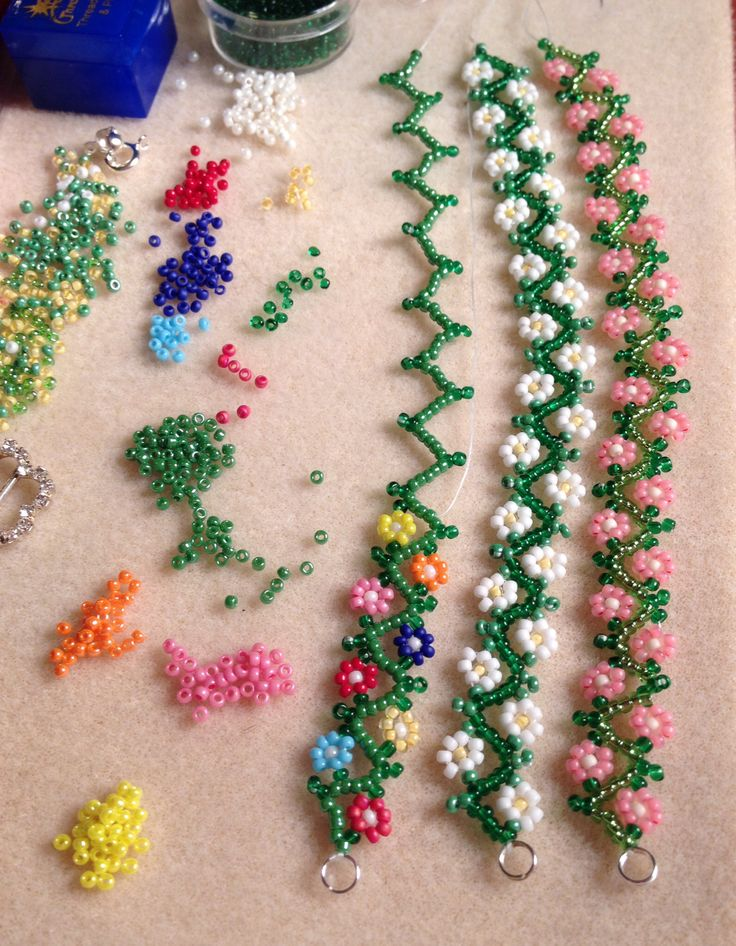 Daisy chain bracelets, simple delicate seed bead design for the summer