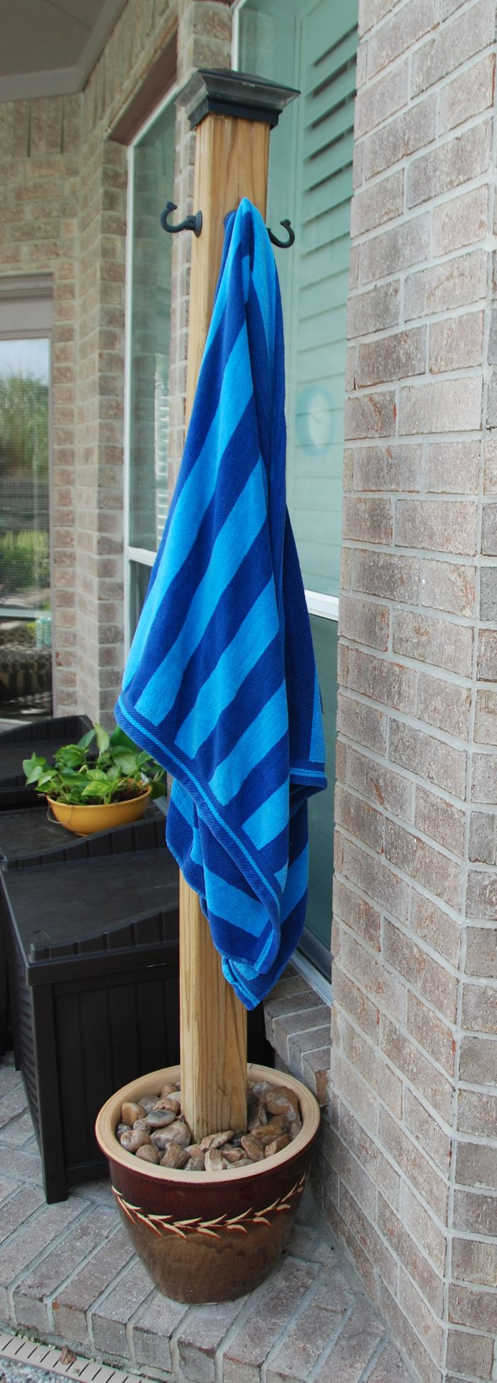Diy pool towel holder we made this stand to hang our wet pool towels to dry after swimming - Seven mistakes we make when using towels ...