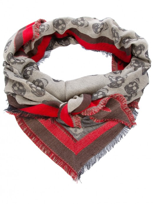 I love skull scarfs….an exemple for you, by MQ