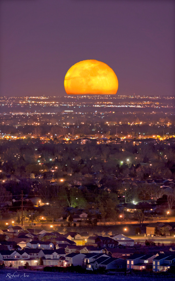 Rising as the Sun sets, tonight's Full Moon could be hard to miss