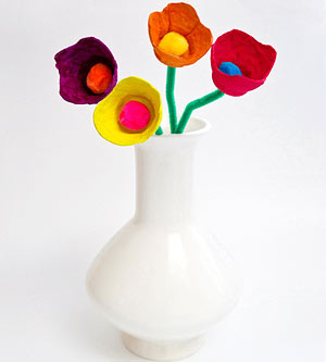 Egg cup flowers – crafts with egg cartons for Earth Day!
