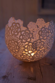 Use sugar starch to form doilies around a balloon…. so pretty.