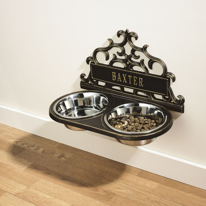 Personalized hanging pet feeder