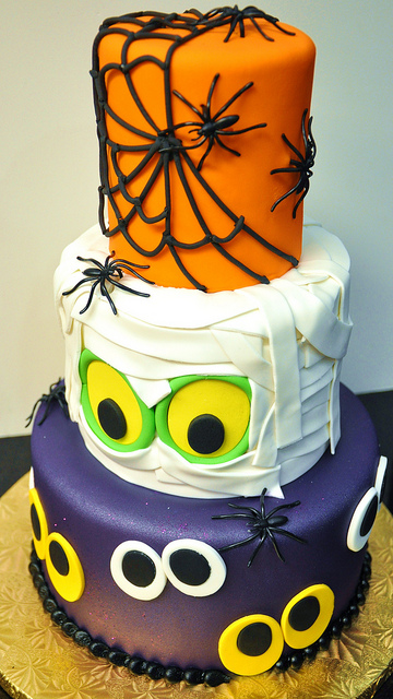 Cool Three Tier Halloween Cake Pinpoint
