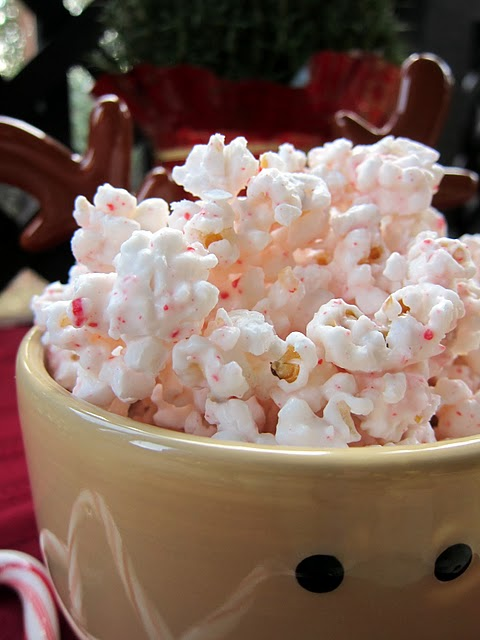 Christmas peppermint popcorn. {This stuff is like crack. I gave it as neighbor g