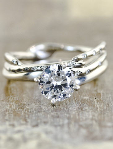 I love the band on this ring. I think I would want it without the big rock even.