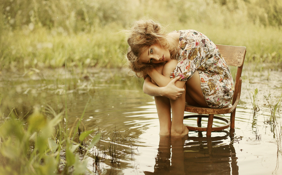 water/chair/floral dress/ everything about this