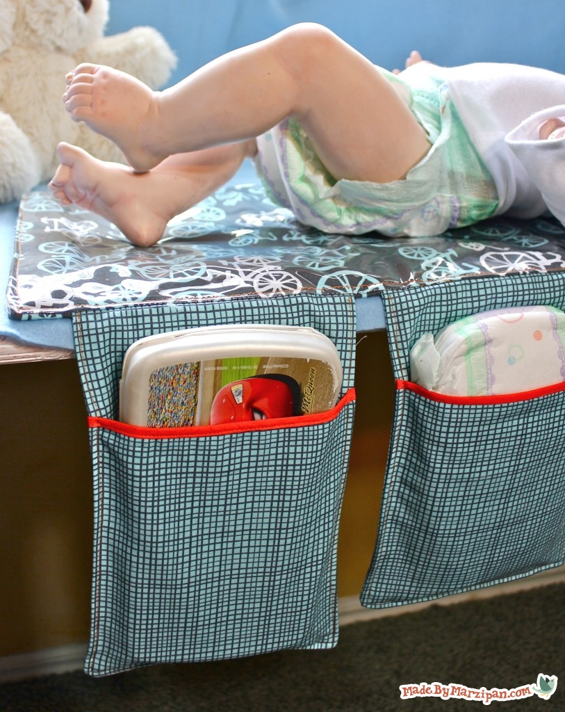 tutorial: make an all-in-one baby changing mat that folds up into a clutch. Woul