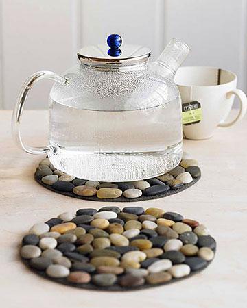 Stones glued to felt = hot pad. such a cute idea!