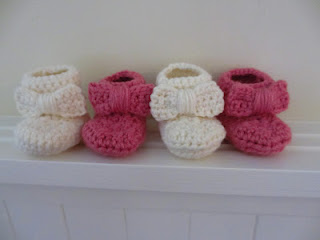 FREE PATTERN: Bow Baby Booties