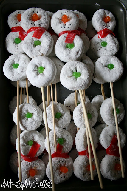 Snowman on a stick…served with hot cocoa! I really can't handle how cute t