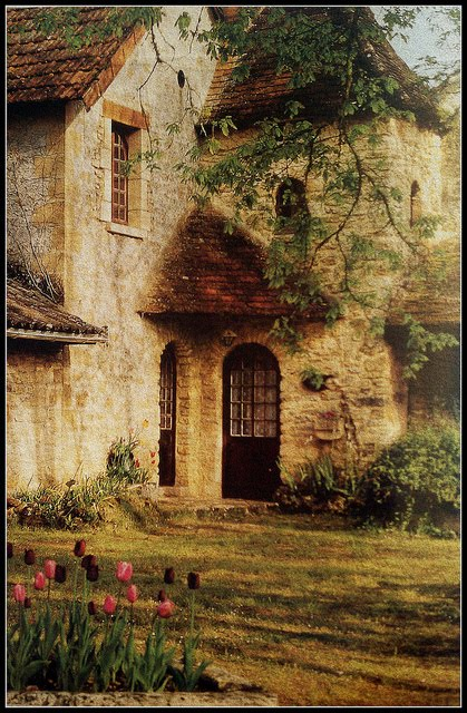 A home in the peaceful village of Saint-Leon-sur-Vézère in Dordogne in