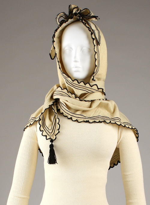 scarf/hood. Don't know the date on this. Anyone?
