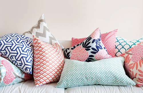 Mixing patterns and colors with pillows