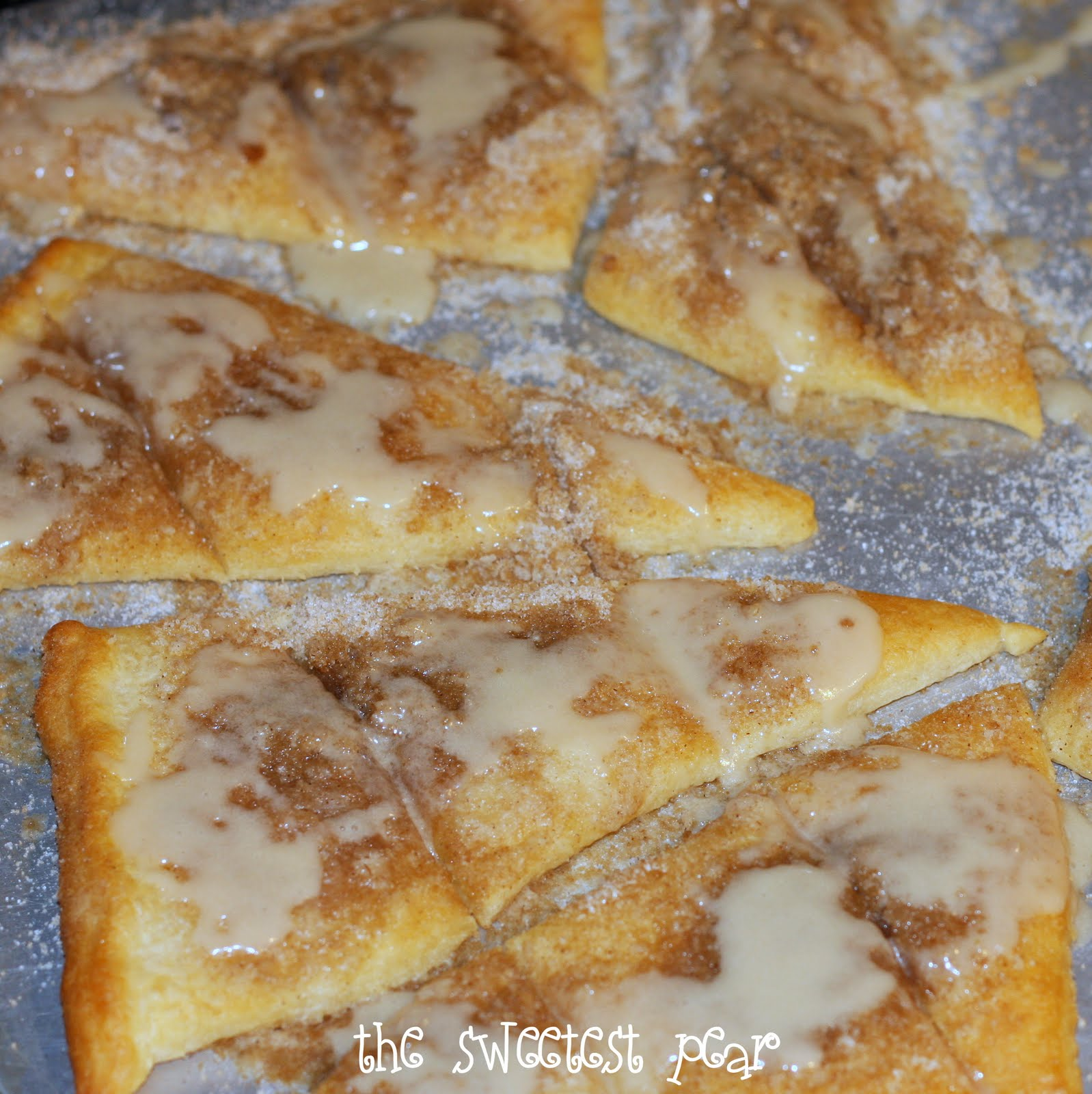 Cinnamon-Sugar Pizza made with crescent rolls.