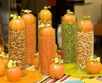 Fall centerpieces – This would look great on a Thanksgiving buffet!