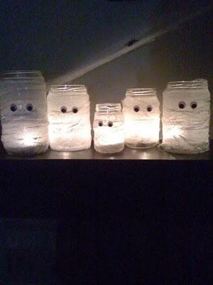 Mason Jar Mummies. Wrap Mason jar in crape paper streamers and glue on googly ey