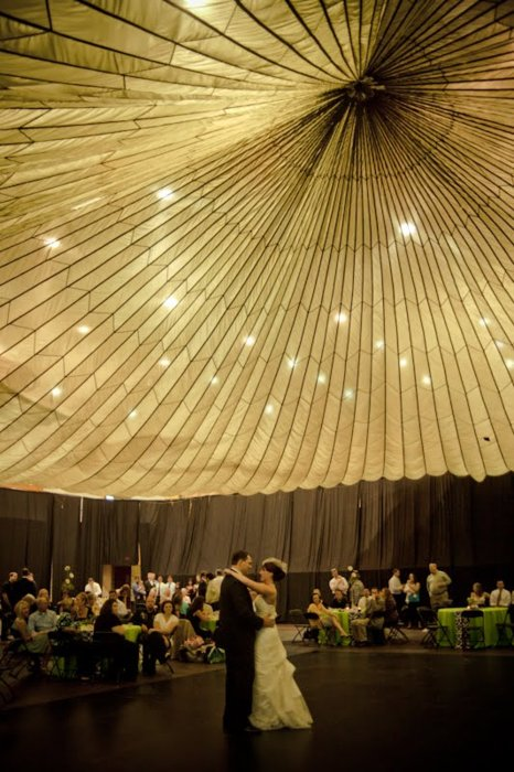 Parachute ceiling! (This #bride rented a parachute for only $35! #Wedding genius