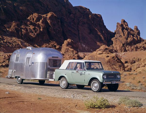 International Harvester Scout – Sport top and an Airstream Caravel
