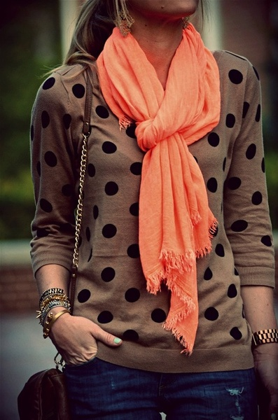 Love the tie on this scarf!