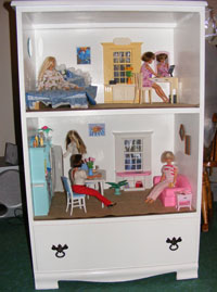 old dresser >> doll house, plus keep the bottom drawer for the dolls when