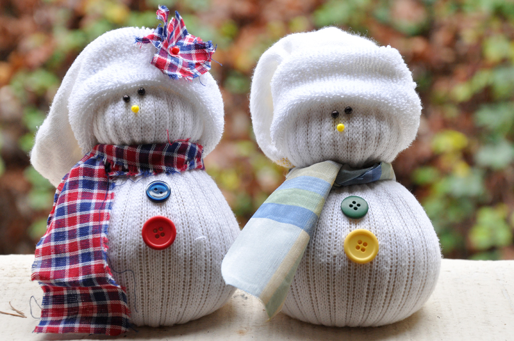 sock snowmen... This is too cute!