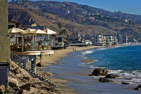 Beach houses malibu california pinpoint for Malibu california beach houses