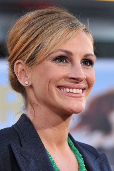 Julia Roberts wears Gucci to Larry Crowne premiere
