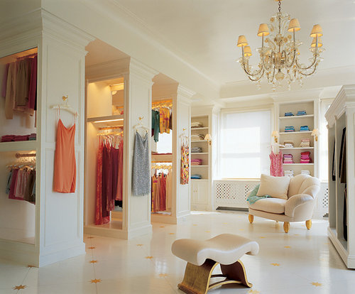 Huge closets are fun to pin.