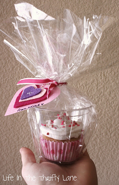 Cupcake in a plastic cup… great idea for wrapping cupcakes individually and do