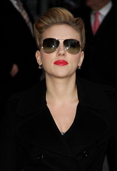 Scarlett Johansson goes back to blonde