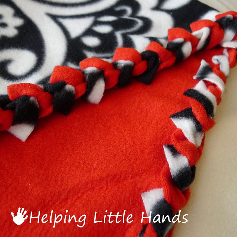 """Double-layered """"braided"""" fleece blanket: No sewing and NO bulky knots."""