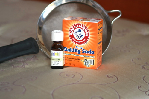 CLEAN YOUR MATTRESS: pour about 1 cup of baking soda into a mason jar and drop i