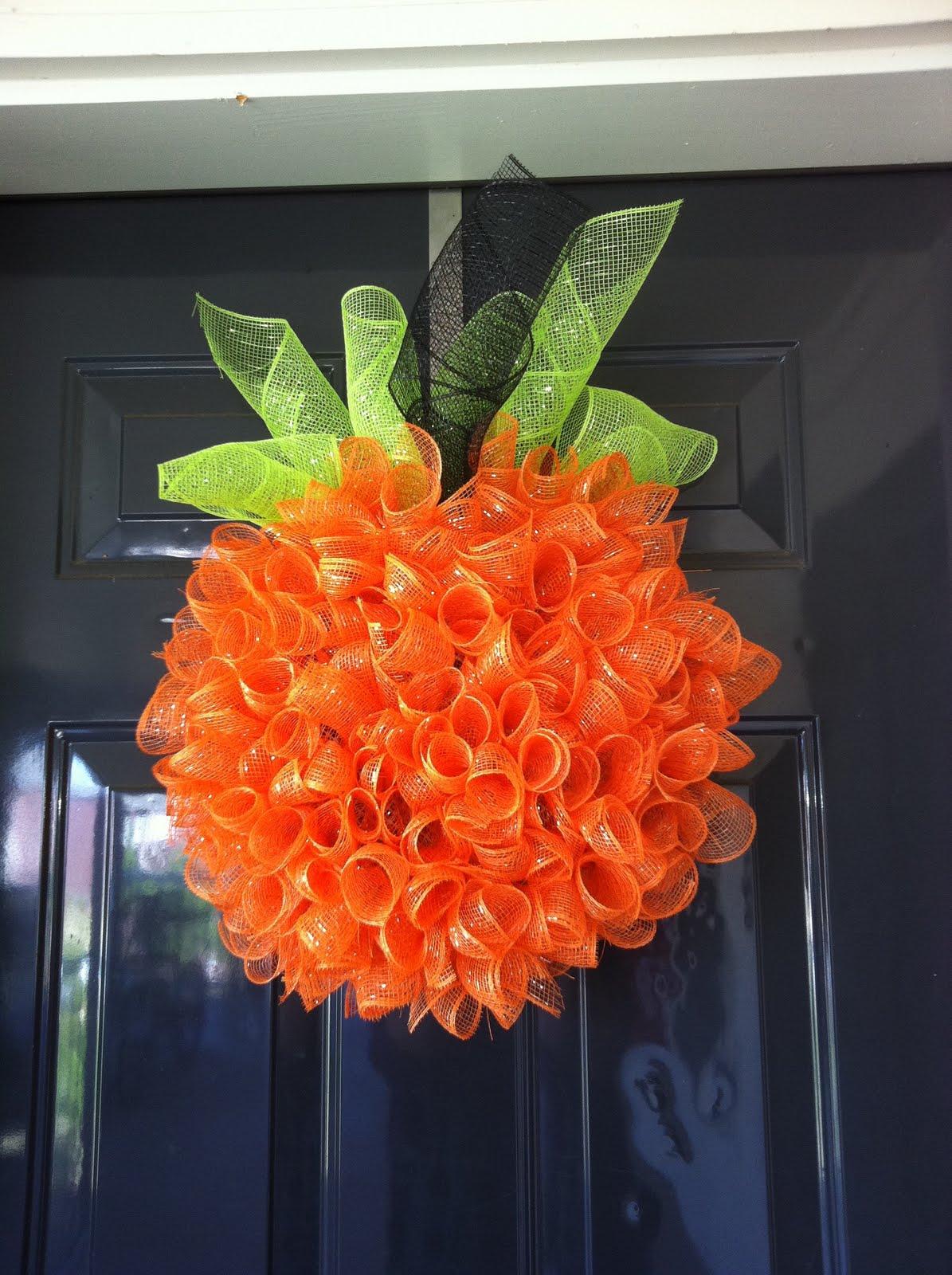 Fleur de lis and Football: DIY pumpkin wreath–sweet!  I knew if I waited long e