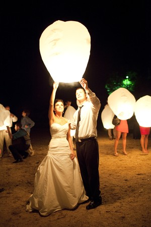 lanterns….I want to do this at my wedding!