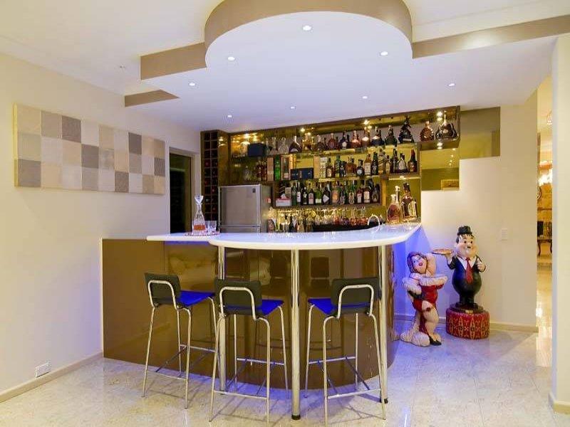 Modern, bar/wine bar